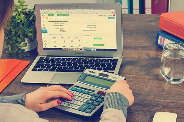 How-hiring-a-registered-tax-agent-can-help-you-implement-VAT-System-in-Dubai-